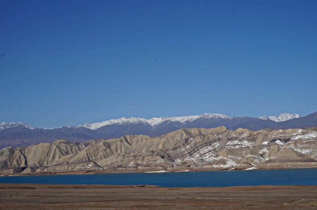 Piękny Kirgistan- Na Nowej Drodze Życia