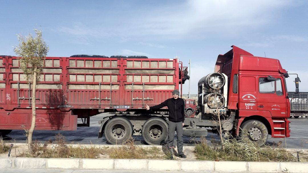 Przeładowany tir w zachodnich Chinach