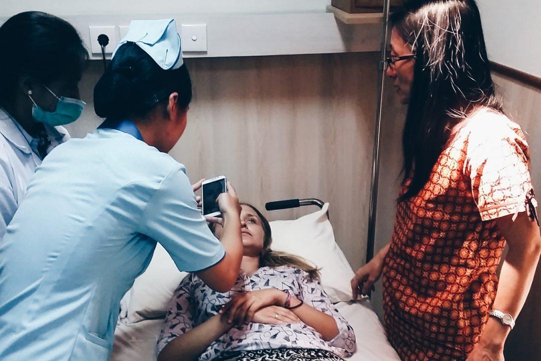 Potrzebny lekarz, czyli kartoteka naszych chorób w podróży