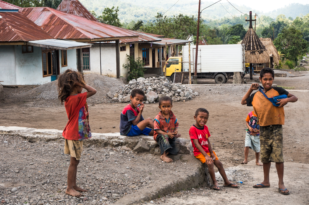 Ludzie w Indonezji - Flores co zobaczyć