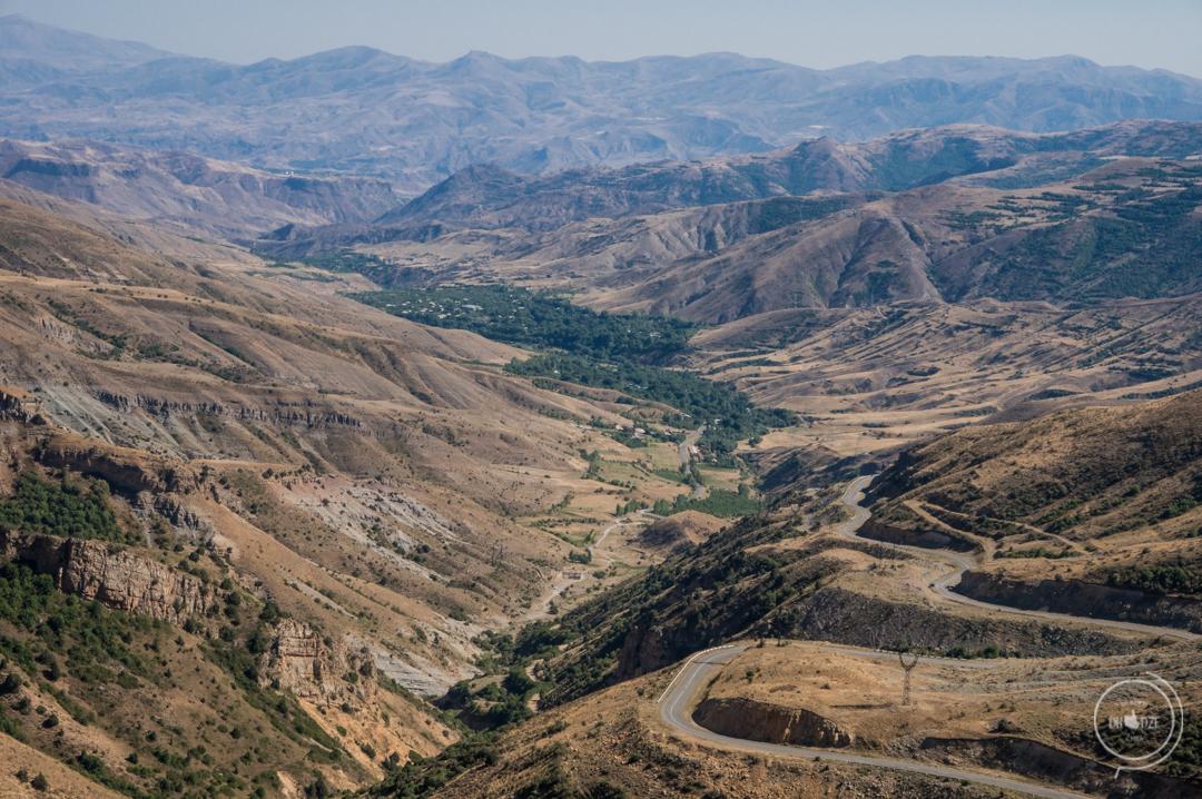 Selim Pass w Armenii (PRZEŁĘCZ VARDENYATS)