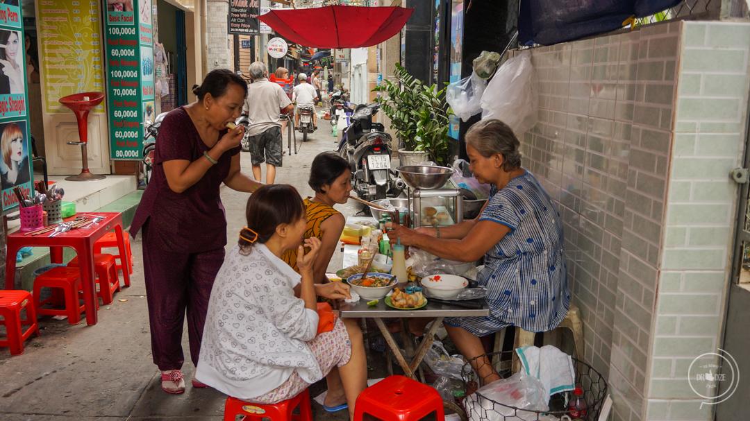 Uliczne jedzenie w Sajgonie