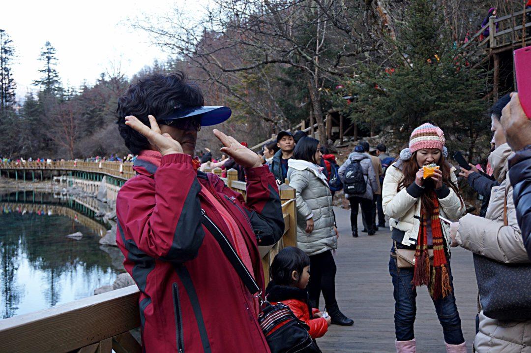 Chińska turystka Park Jiuzhaigou- Na Nowej Drodze Życia
