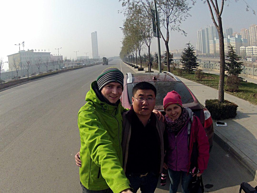 Pomocny Chiński kierowca- Na Nowej Drodze Życia