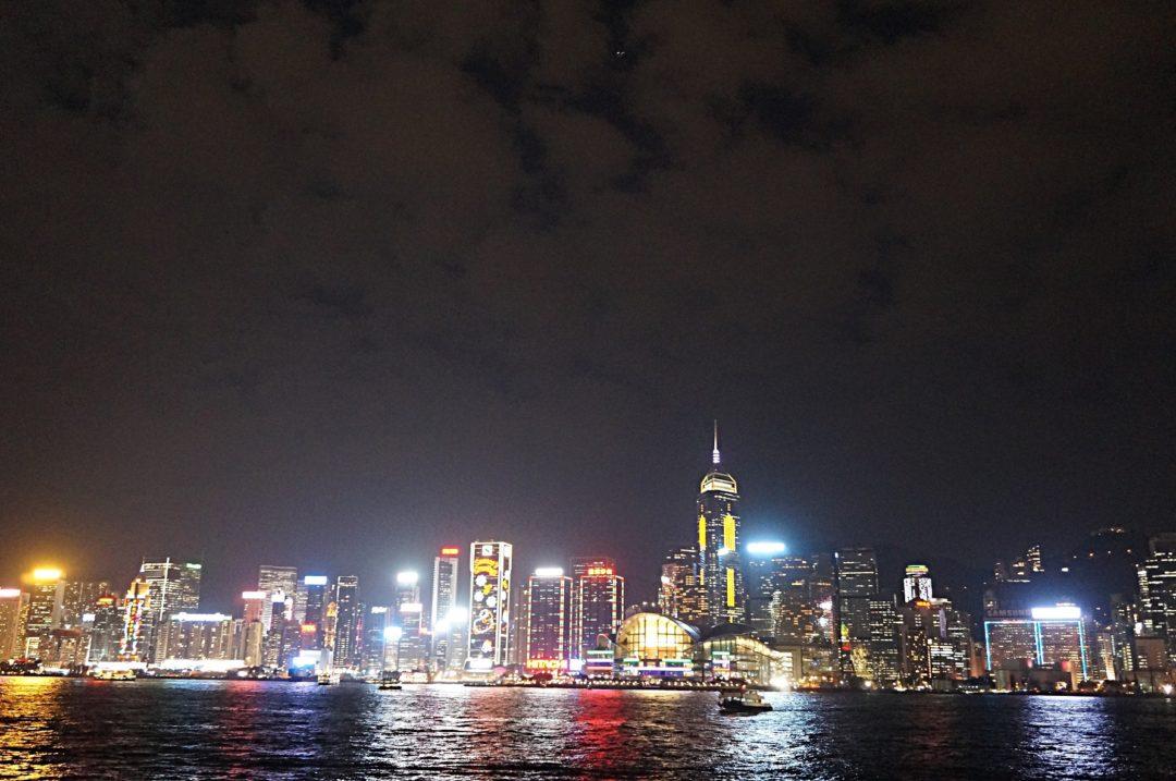 Hong Kong nocą- Na Nowej Drodze Życia