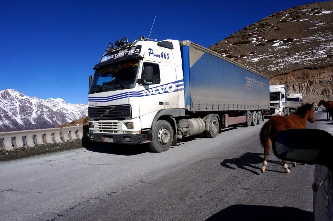 Autotop w Kirgistanie - Na Nowej Drodze Życia. Droga Biszkek - Osz.