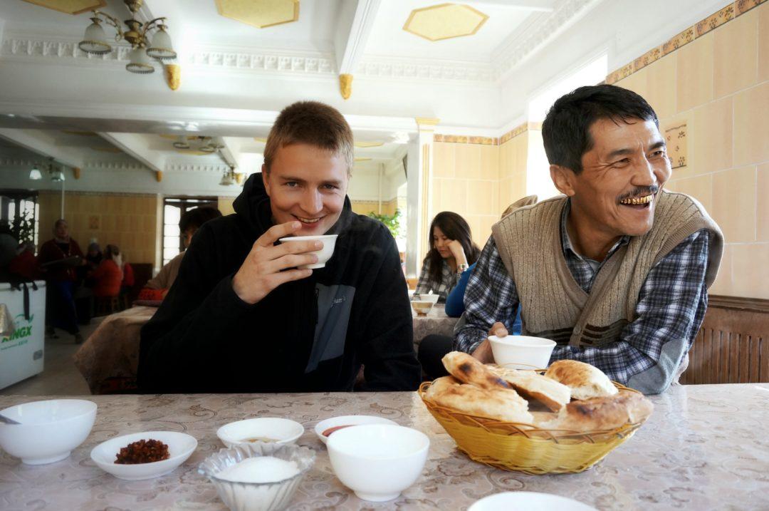 Bakit i przerwa na obiad. Autotop w Kirgistanie - Na Nowej Drodze Życia