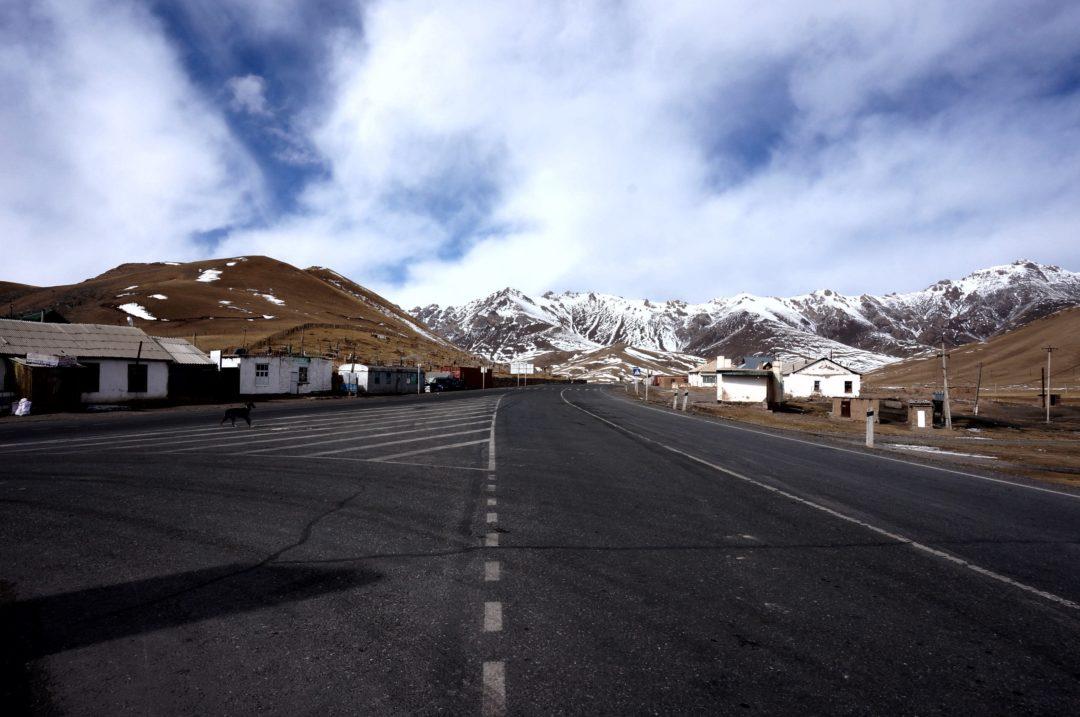 Autotop w Kirgistanie - Na Nowej Drodze Życia. Sary Tash