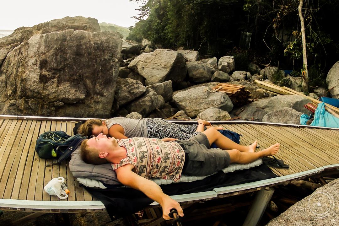 Materac turystyczny w podróży - Therm a Rest NeoAir Xtherm