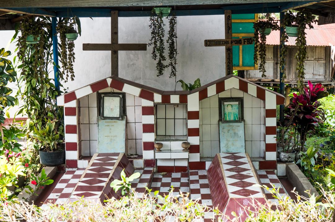 Groby na Flores w Indonezji - Flores co zobaczyć